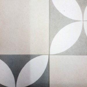 פי וי סי וינטאג' אריח פרח שחור לבן